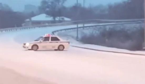 Из-за снегопада грузовикам закрыли заезд воВладивосток