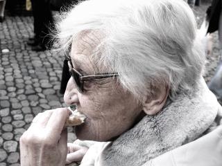 Фото: pixabay.com   Пенсии старикам власть готовится выдавать продуктами