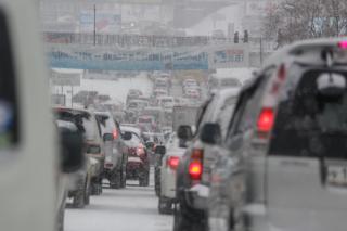 Фото: Татьяна Меель / PRIMPRESS | Владивосток стоит: снег спровоцировал пробки в городе