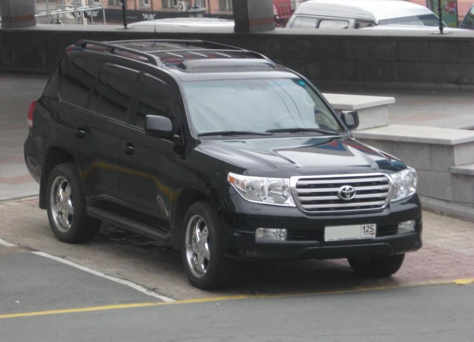 По требованию Росстандарта в Приморье отзывают один дилерский Land Cruiser 200