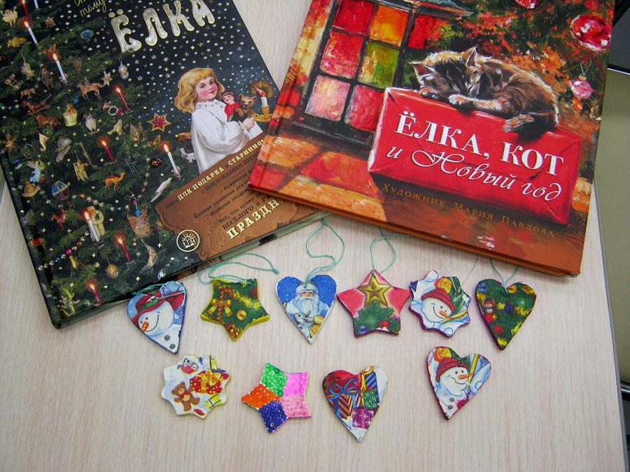 Юных владивостокцев учат делать новогодние игрушки в библиотеках