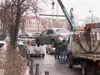 Фото: Илья Евстигнеев | Россиян предупредили: автоэвакуатор может лишить автомобиля навсегда