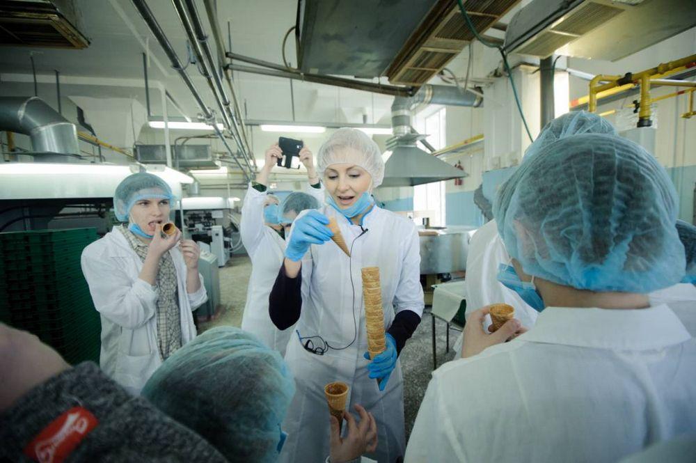 Воспитанники детского дома побывали в гостях у фабрикимороженого
