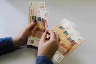 Фото: PRIMPRESS   В Приморье начали раздавать деньги на улице