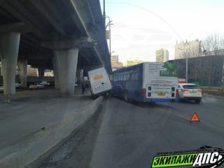 Фото: скриншот dps_vl   Во Владивостоке пассажирский автобус устроил жесткое ДТП