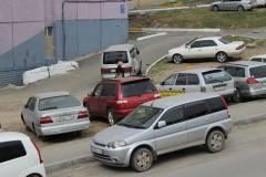 Машину жителя Владивостока забросали яйцами