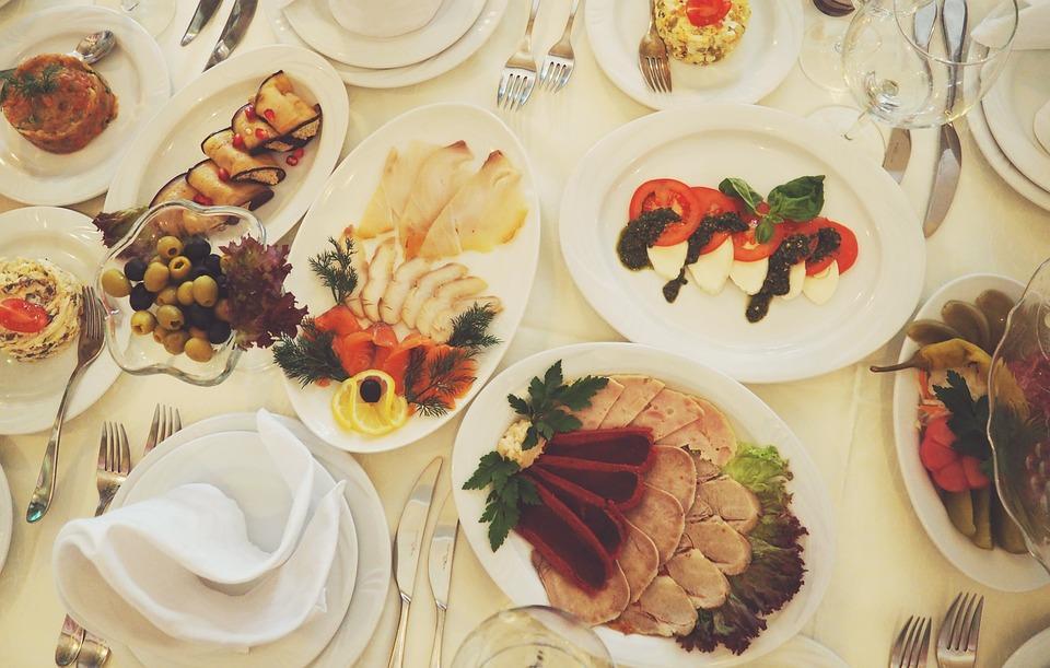 Что съесть, чтобы не потолстеть: вкусный новогодний стол без лишних калорий