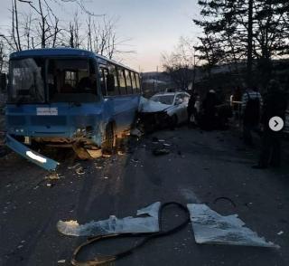 Фото: скриншот dps_vl | Прокуратура заинтересовалась водителем Lexus, учинившим аварию на Русском острове