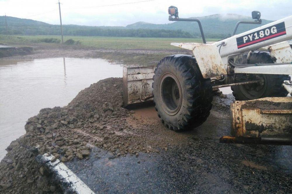 Профессионалы восстановили проезд вДальнегорск поодной полосе