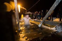Фото:  | Жители Владивостока окунулись в крещенской купели