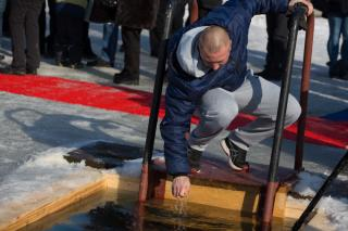 Фото: Татьяна Меель | Владивостокцы окунулись в крещенские проруби