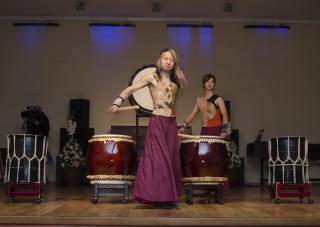 Фото: Эльмира Маммедова | Группа японских барабанщиков выступила во Владивостоке