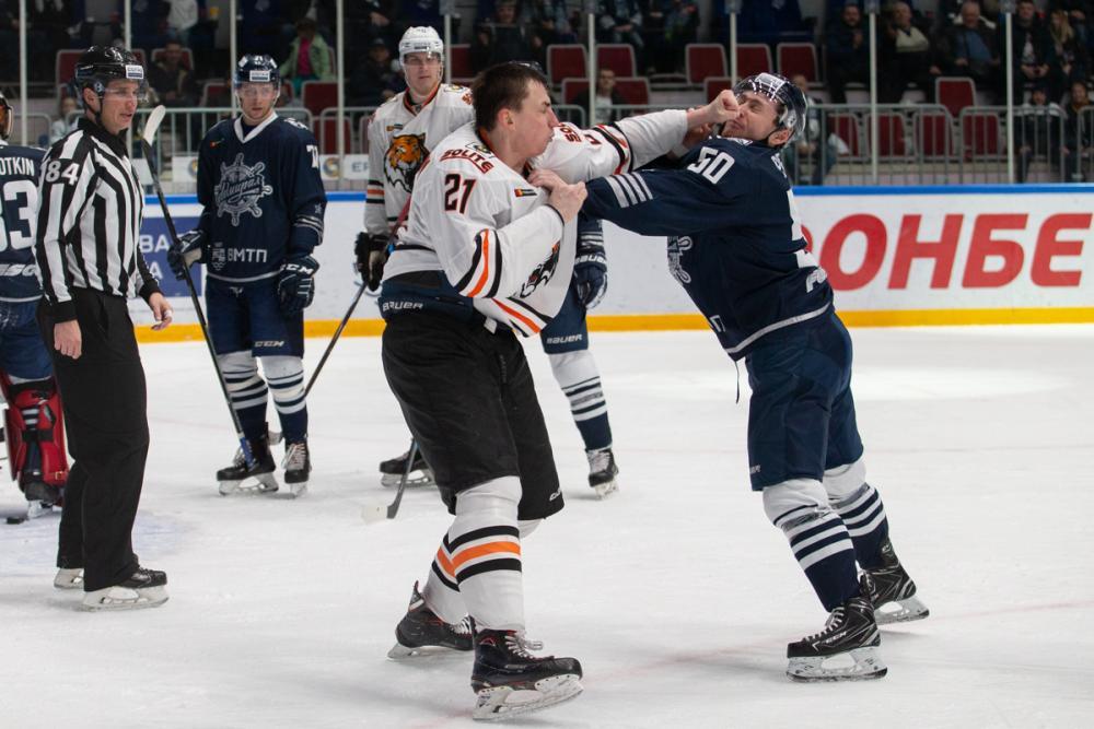 Хоккей с шайбой: «Амур» разгромил «Адмирал» в товарищеском матче