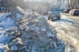 Фото:  | После оттепели пешеходные зоны во Владивостоке снова превратились в каток