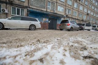 Фото: Татьяна Меель | Убирают ли придомовые территории УК Владивостока?