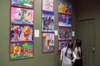 Фото: Екатерина Дымова | В Приморской картинной галерее состоялось открытие выставки «20 лет в цвет!»