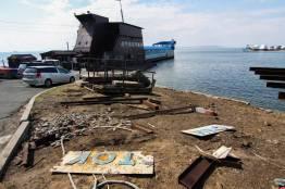 Фото:  | Знаменитую баржу на набережной Владивостока снова ремонтируют