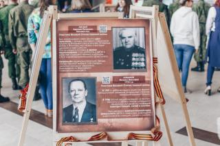 Фото: Екатерина Борисова | Фотовыставка «Эстафета памяти: «Бессмертный полк» ДВФУ» открыта на острове Русском
