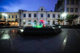 Фото:  | «Цветные» фонтаны Владивостока радуют туристов и горожан