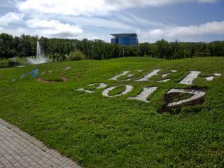 Фото: Семен Апасов PRIMPRESS | Русский остров готовится к ВЭФ: ровные дороги, новые парковки и свежая трава (ФОТО)