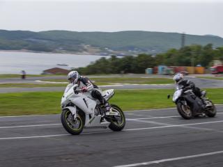 Фото: Татьяна Меель   Шоссейно-кольцевые гонки на Змеинке устроили мотолюбители Владивостока (фото)