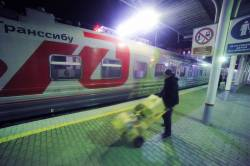 Фото:    Красочный поезд в честь 100-летия Транссиба прибыл во Владивосток