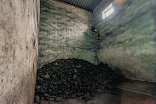 Фото: фото автора | «Работаем, как и 60 лет назад, закидываем уголь лопатой»