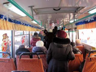 Фото: Иван Крышан | Новогодний троллейбус вышел на маршрут во Владивостоке